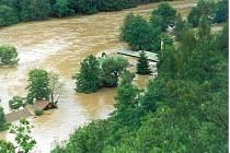 Povodně 2002 v obci Roztoky na Křivoklátsku a její těsné blízkosti.