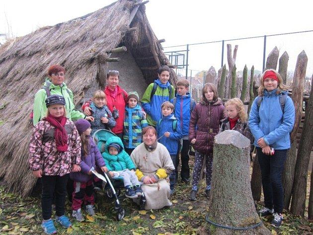 Děti na výletě s DDM a turisty