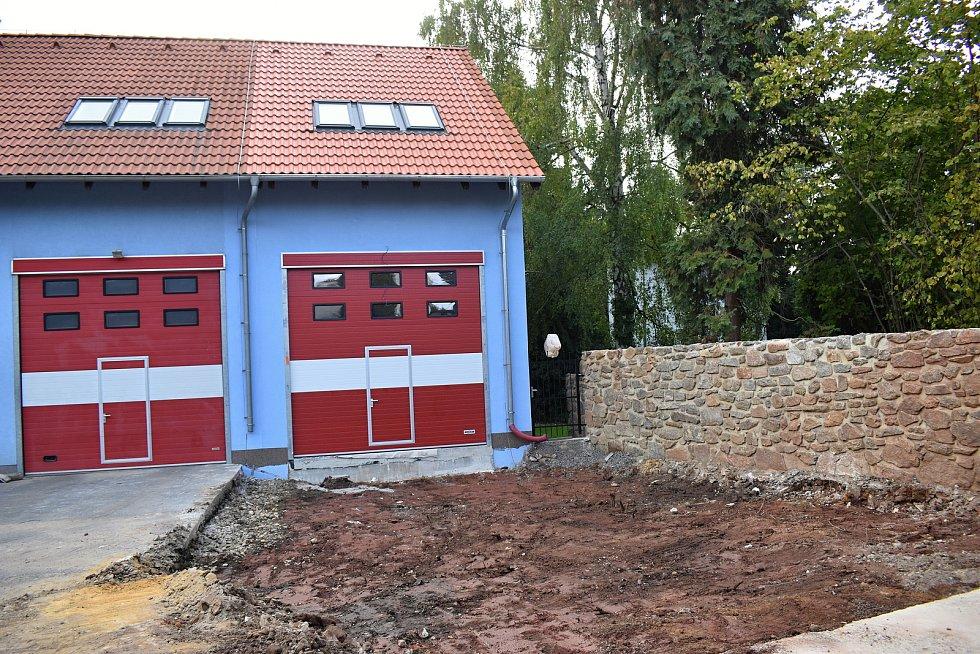 Rekonstrukce hasičské zbrojnice je před dokončením.