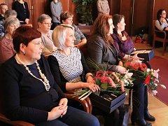 Ve čtvrtek odpoledne ocenili na rakovnické radnici pečovatelku roku, a to ve dvou kategoriích. Pečovatelka v terénních službách a pečovatelka v pobytových službách.