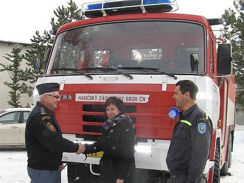 Oslava po převzetí hasičského auta v Jesenici