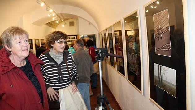 Slavnostní zahájení výstavy Berounka a jiné fotografie ve Výstavní síni rakovnické radnice.