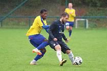 Rakovník (ve žlutém) podlehl doma Benešovu v dalším kole ČFL vysoko 0:3.