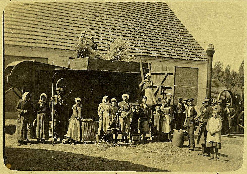 Rok 1929, na šanovském statku.