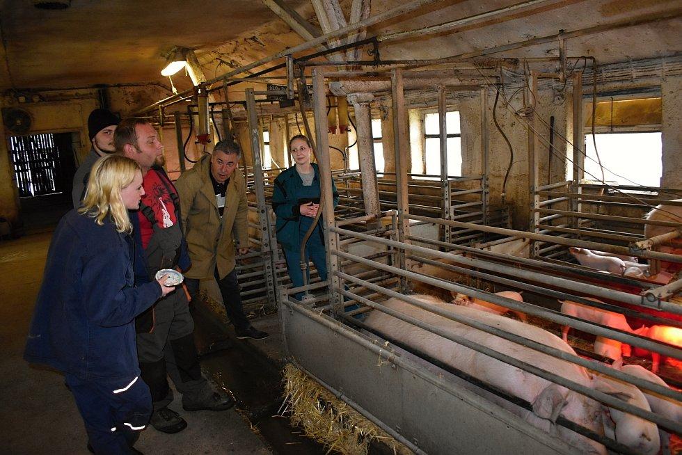 Studenti Střední zemědělské školy Rakovník absolvovali praktické zkoušky z odborných předmětů na školním statku.