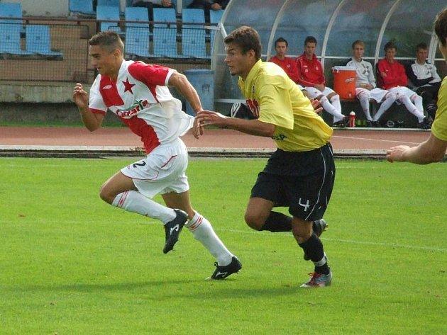 Václav Prošek (vlevo) v  týmovém slávistickém dresu
