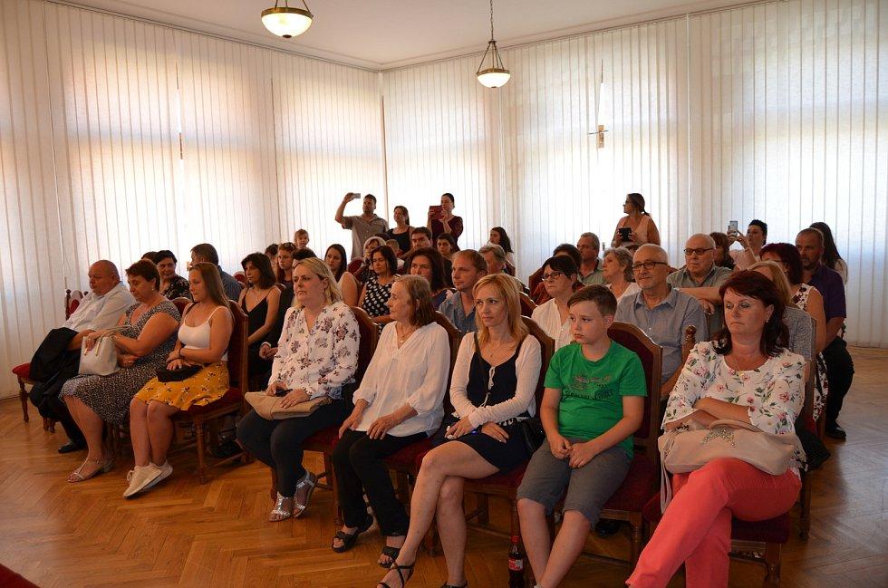 Absolventi Středního odborného učiliště Nové Strašecí si převzali výuční listy.