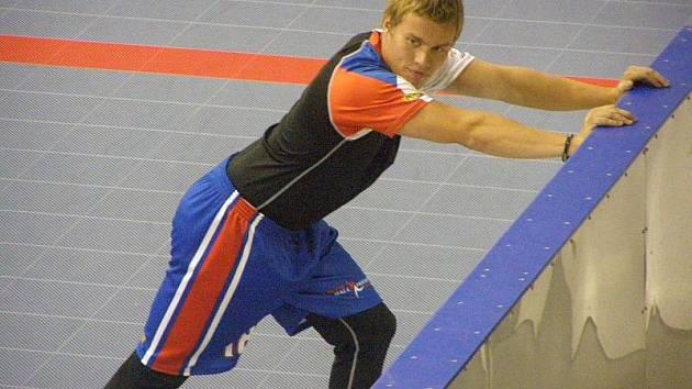 Jan Pospíšil při předzápasové rozcvičce