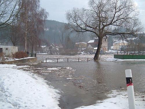 Berounka na Zvíkovci -  2. povodňový stupeň, leden 2011.