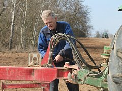 Jarní práce v Zemědělském družstvu Senomaty