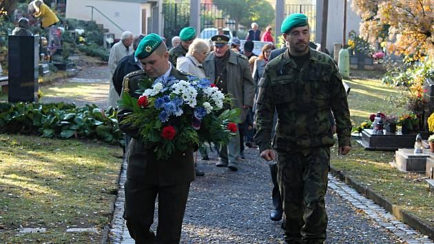Pietní akt v den 101. výročí od založení Československa v urnovém háji.