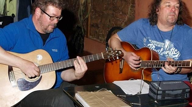 Milan (vpravo) při oslavě patnáctin Ráčku