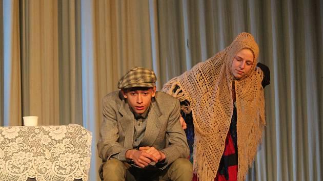 Středočeská přehlídka mladého a studentského divadla Setkání ve Strašecí. Odpolední čaj v podání souboru Bezevšeho ZUŠ TURNOV