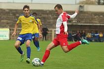 ČFL: SK Rakovník (ve žlutém) - Slavia Karlovy Vary 0:1.