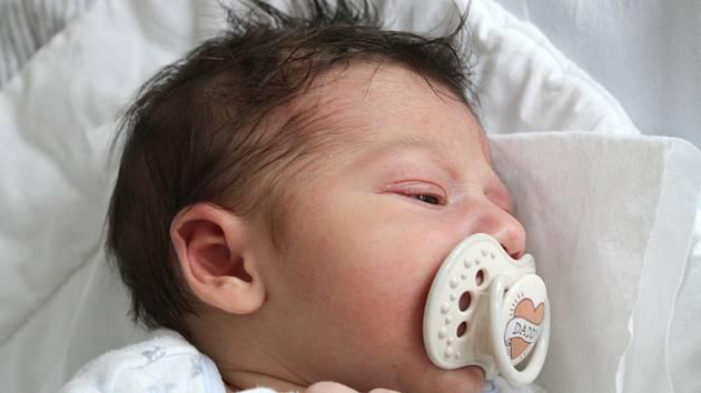 MATYÁŠ TŘÍŠKA, RAKOVNÍK. Narodil se 1. srpna 2020. Rodiče jsou Zuzana a Josef. Po porodu vážil 3 kg a měřil 48 cm.