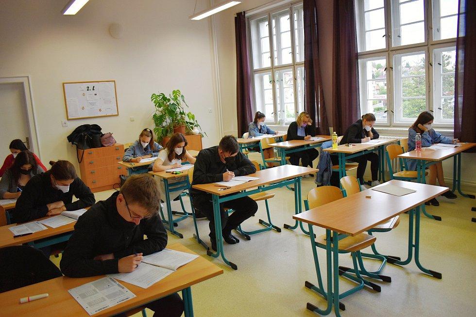 Studenti Masarykovy obchodní akademie v Rakovníku mají za sebou didaktické testy, které jsou součástí maturitní zkoušky.