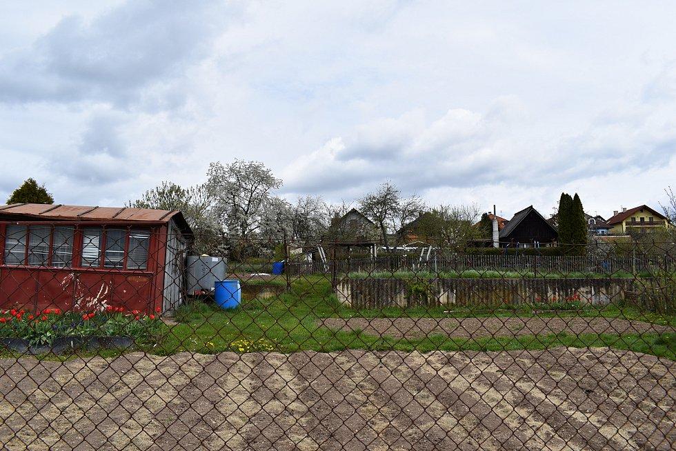 Zahrádkářská osada nad nemocnicí v Rakovníku se nachází v jižním svahu a nabízí příznivé podmínky pro pěstování.