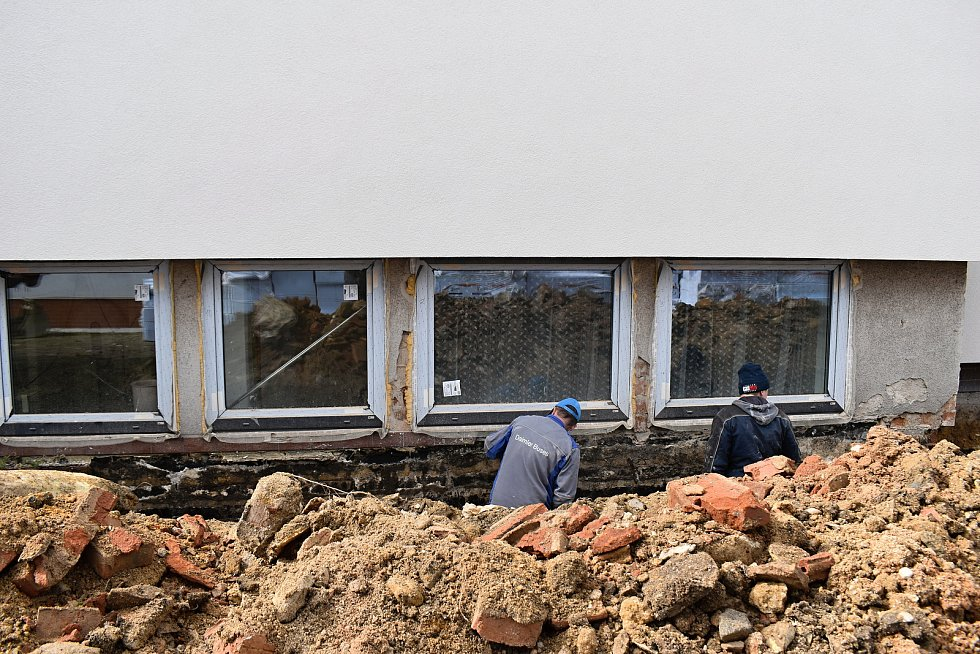 Práce na rekonstrukci Novostrašeckého kulturního centra.