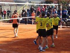 Dělba bodů. Volejbalové týmy Rakovníka se rozešly smírně. Jeden zápas vyhráli borci Lokomotivy, d