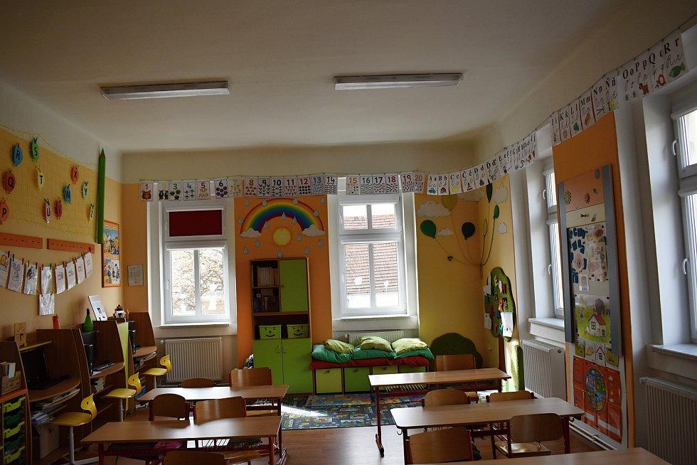 Základní škola Chrášťany.
