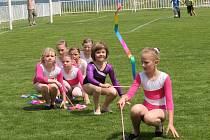 Členky kroužku moderní gymnastiky při DDM v Novém Strašecí vystupovaly na sportovním odpoledni v