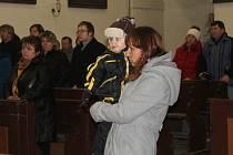 Požehnání v lišanském kostele biskupem Karlem Herbstem