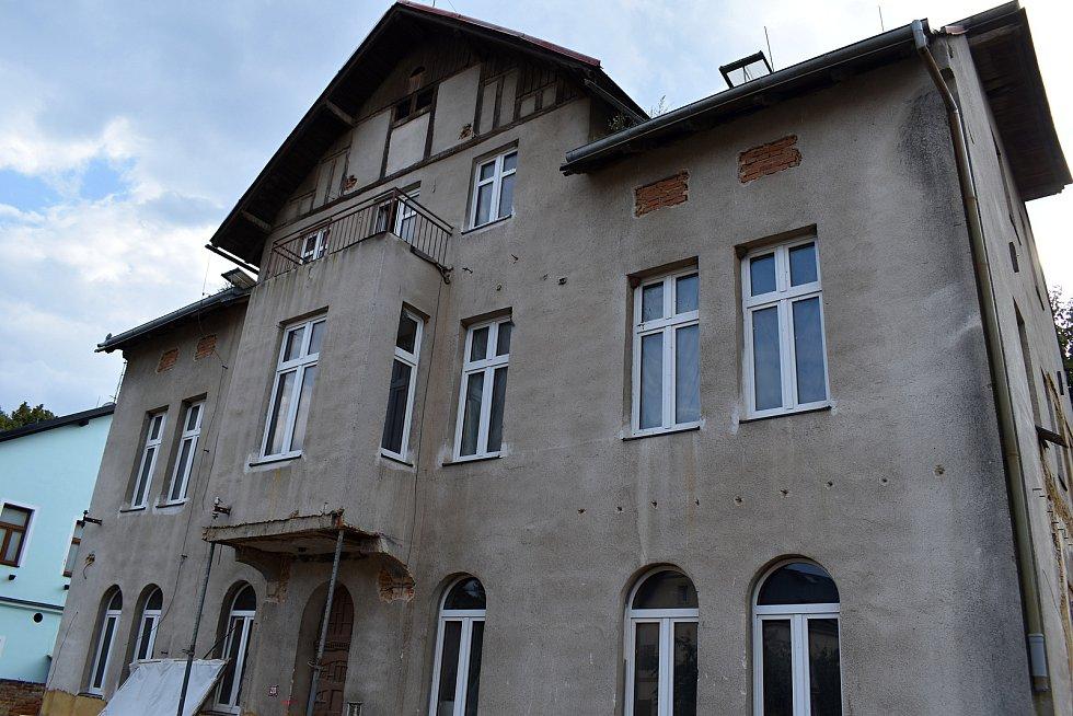 Sociální byty v domě čp. 220 by měly být hotovy do konce jara příštího roku.