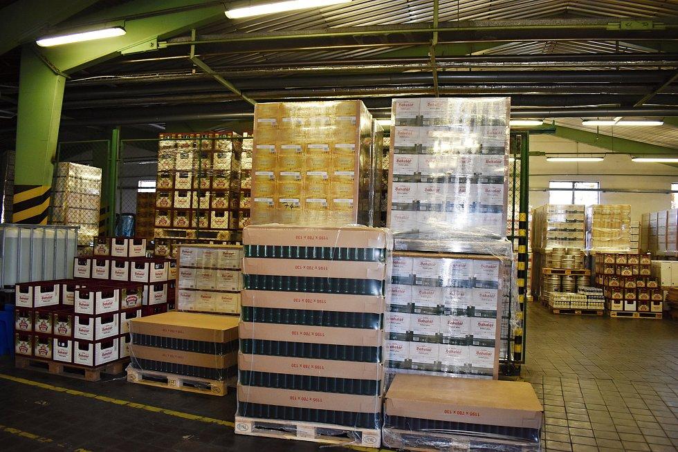 V rakovnickém pivovaru v době koronavirové epidemie stoupl odbyt balených piv o 25 procent. Naopak prodej sudového piva je na jedné třetině objemů.