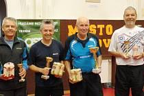 Nejlepší. Loňský vítěz Vlček (zcela vpravo) bral tentokrát bronz spolu s M. Moravcem (zcela vlevo). Zlato a stříbro vybojovali Lédl (druhý zprava) a P. Moravec (druhý zleva)