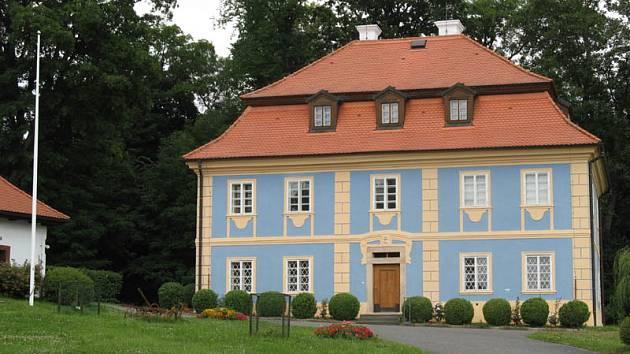 Půvabný zámek Dřevíč je nyní v zachovalém stavu