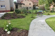 Slavnostní otevření nové zahrady u domu s pečovatelskou službou v Jesenici