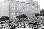 Budova Hospodářské školy, jak se tehdy Masarykova obchodní akademie v Rakovníku nazývala, v roce 1956 od jihovýchodu.