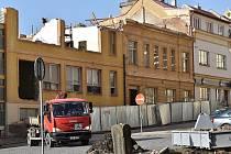V budoucím objektu Víceúčelového studijního a společenského centra v Rakovníku se uskutečňují bourací práce.