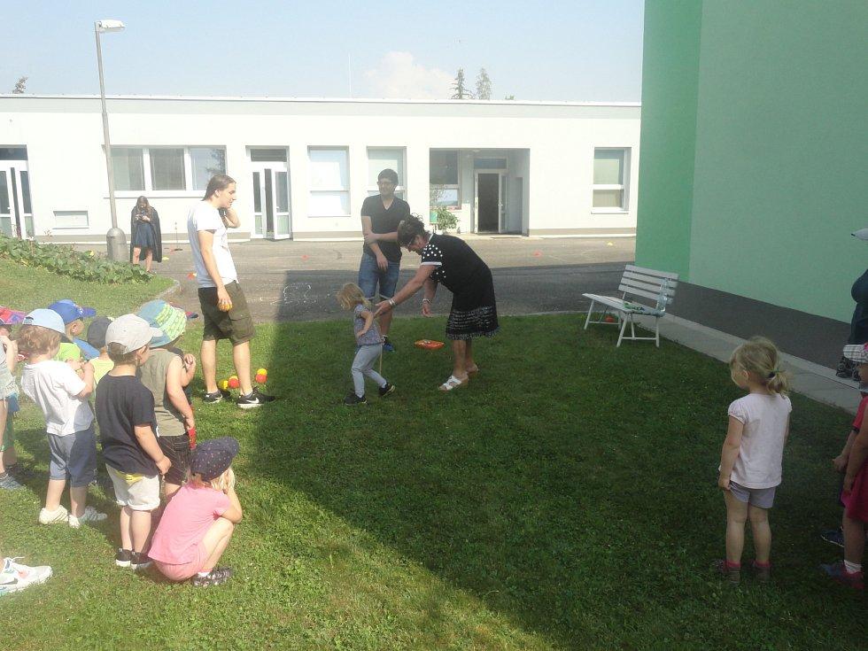 Pro děti z rakovnické Mateřské školky Průběžná připravili Dětský den.
