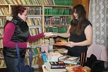 V obecní knihovně v Chrášťanech