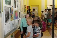 Přízemí čistecké školy hostí do 27. června výstavu prací výtvarného kroužku.