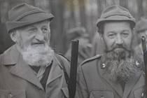 Václav Friebert stojí vlevo