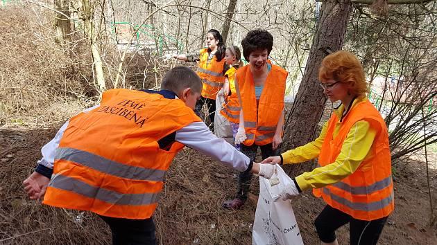 Do akce Ukliďme Česko se připojilo i město Rakovník oficiálním úklidem 7. dubna. Rakovčelaříci ovšem uklízeli již v tomto týdnu