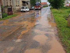 Avizovaný přívalový déšť zaměstnal středočeské hasiče.