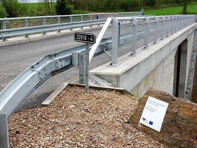 Obec Janov a Kounov spojuje nový most