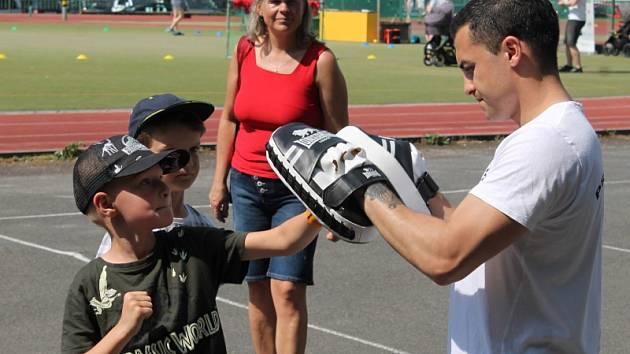Dětský sportovní den na hřišti rakovnické sokolovny si děti náramně užily.