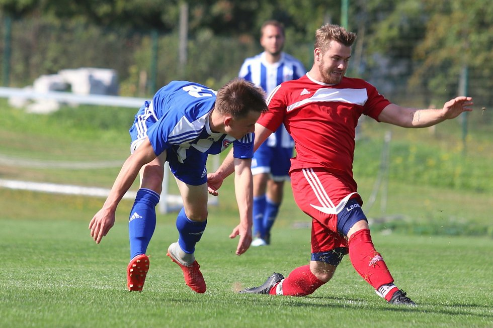 B tým Zavidova (v červeném) si v okresním přeboru jasně poradil s Pustověty 8:2. A to nedal jednu penaltu
