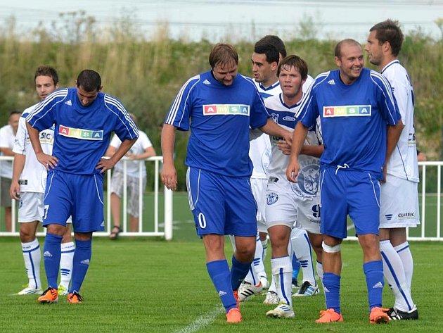 Lidé odvedle: novostrašecká fotbalová legenda Miloslav Mrázek má itři syny, fotbalisty. Tady jsou vlevo Jan a vedle Lukáš