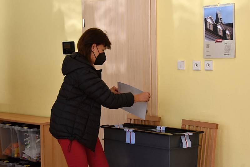 Volby ve 3. a 4. volebním okrsku v Mateřské škole Klicperova v Rakovníku.