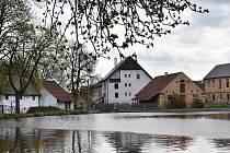 Nesuchyňští plánují výstavbu kanalizace a rovněž obnovu místní vodní nádrže Horní rybník. Ještě letos se chystá také nový chodník.