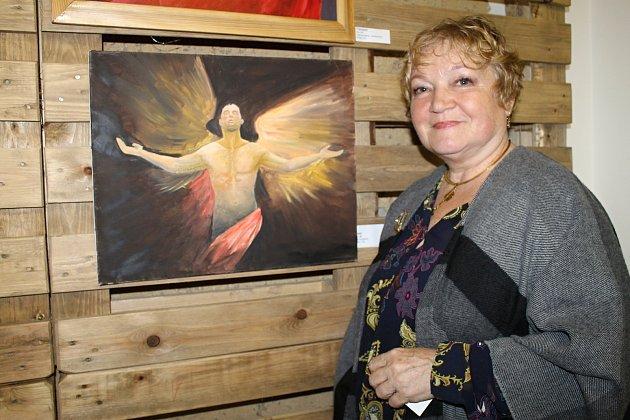 Larisa Matejová při vernisáži své výstavy v rakovnické Vinotéce Ve Vysoké.