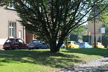 Při desátém ročníku maluchiády přijeli fiaty z jesenického kempu na Husovo náměstí v Rakovníku