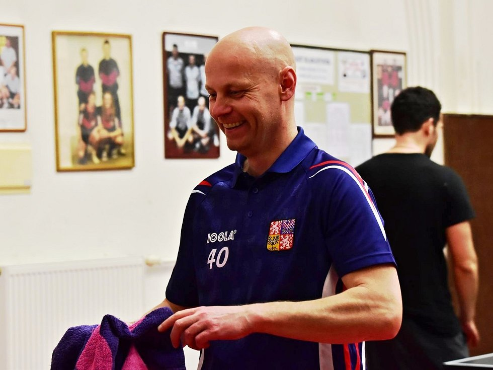 Na vánočním turnaji ve stolním tenise se nejvíce dařilo Voříškovi, který zvítězil v singlech. Debly ovládli domácí borci z rakovnického KST.
