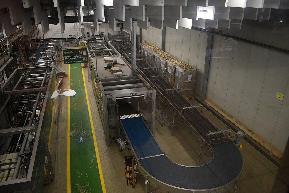 Modernizovaná linka na plechovky v krušovickém pivovaru.