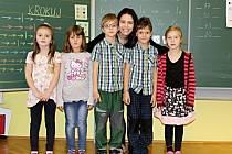 Prvňáčci ze ZŠ a MŠ Krušovice s třídní učitelkou Lenkou Vernerovou.